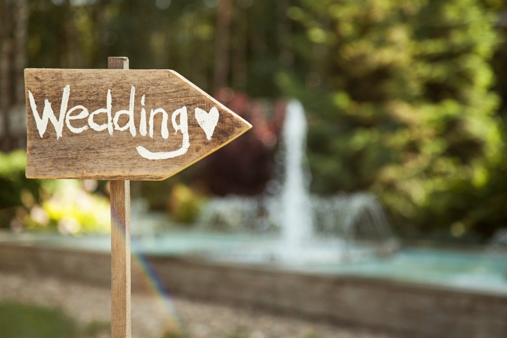 Wooden plaque with the inscription Wedding