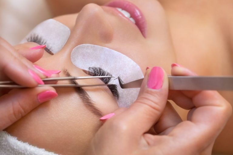 eyelash extension procedure