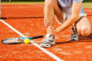 tennis player with injured leg