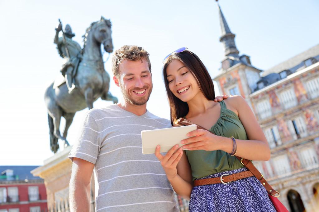 couple on tour got postcards